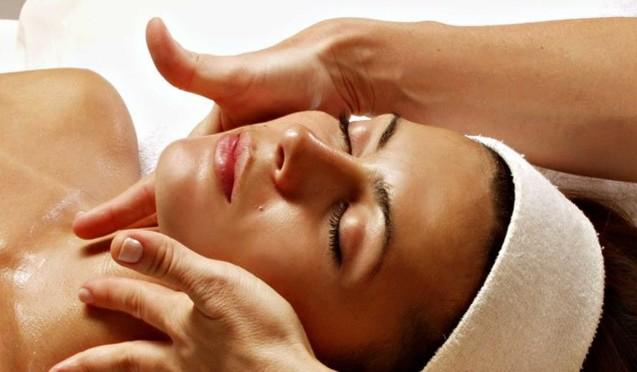 Косметичний масаж обличчя